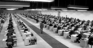 Giant typing hall Le procès Welles 1962